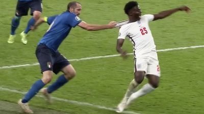 Chiellini infuriates England with ruthless foul