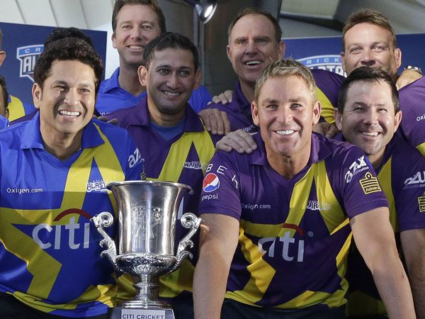 Sachin Tendulkar (L) and Shane Warne at the launch of their new series. (AAP)