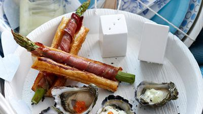 "<a href=""http://kitchen.nine.com.au/2016/05/16/12/46/asparagus-tarts"" target=""_top"">Asparagus tarts</a>"