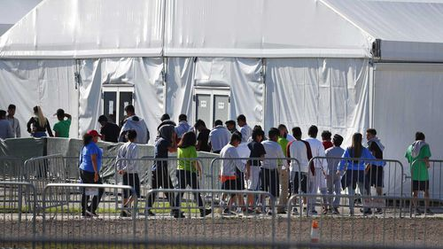 Migrant children in US custody are kept in unsanitary conditions, a judge has decreed.