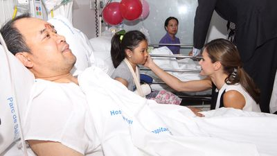 Theroyal couple visited injured victims of the attack in Mar de Barcelona hospital, accompanied by Spanish Minister of Health Dolors Montserrat.