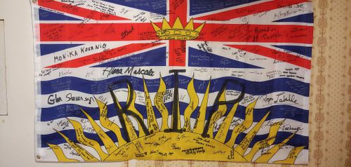 Canadian truckie John Van Vyfeyken said hundreds of people have signed the flag, in memory of Australian Lucas Fowler and his American girlfriend who were murdered.