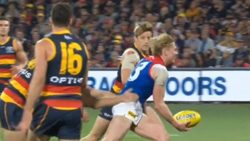 AFL games set to be relocated crowds banned in Victoria as COVID-19 cluster prompts lockdown