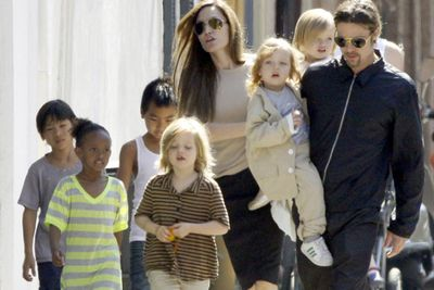 The current poster mum for giant families, Angelina is trailed by a string of six cuties without breaking a sweat. Maddox (adopted from Cambodia), Zahara (adopted from Ethiopia) and Pax (adopted from Vietnam) join her biological kids to Brad Pitt, Shiloh, Knox and Vivienne.<br/>