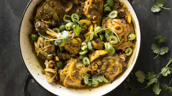 Lemon chicken with golden onions and green olives
