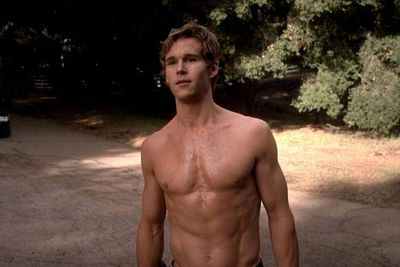 <i>True Blood</i> hunk Ryan Kwanten noticed a man covered in blood lying in the middle of the road in Hollywood. Everybody else just drove past, but Ryan stopped, raced over, enlisted others to help him lift the man to the side of the road, and waited with him until paramedics arrived.
