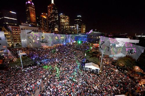 Thousands ring in 2017 in Federation Square. (AAP)