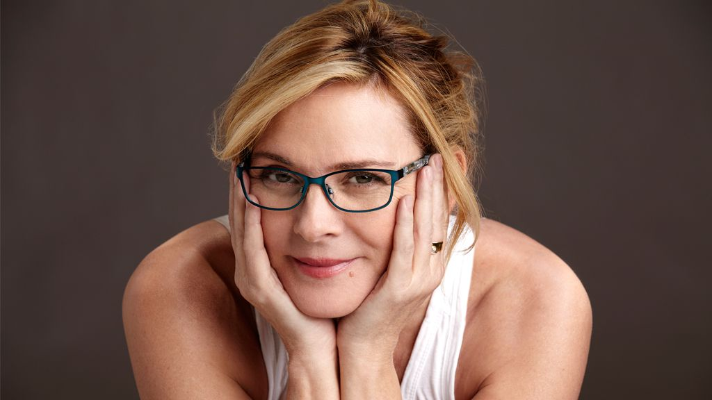 Kim Cattrall walks away from the red carpet