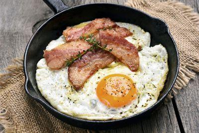 <strong>Eggs &amp; bacon</strong>