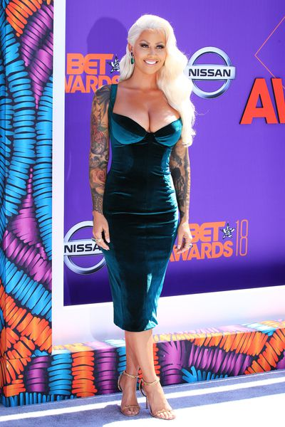 Actress and model Amber Rose wearing Bryan Hearnsat the 2018 BET Awards