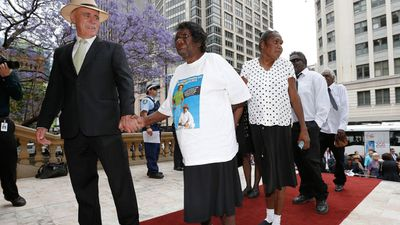 Members of the Gurindji people from the Northern Territory arrive at the memorial. (AAP)