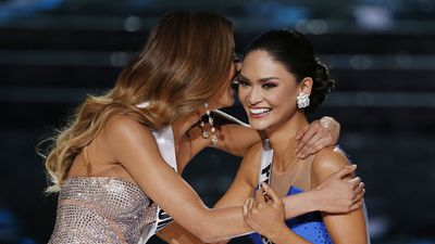 Miss Colombia Ariadna Gutierrez (left) and Miss Philippines Pia Alonzo Wurtzbach find out they've made it to the final three. (AAP)