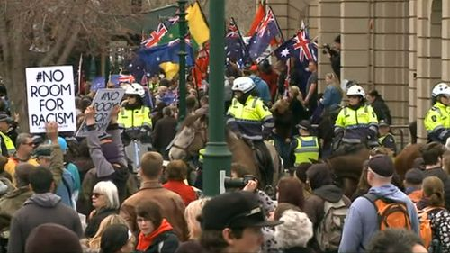 Protesters opposed to a mosque and anti-racism demonstrators have clashed in Bendigo. (9NEWS)