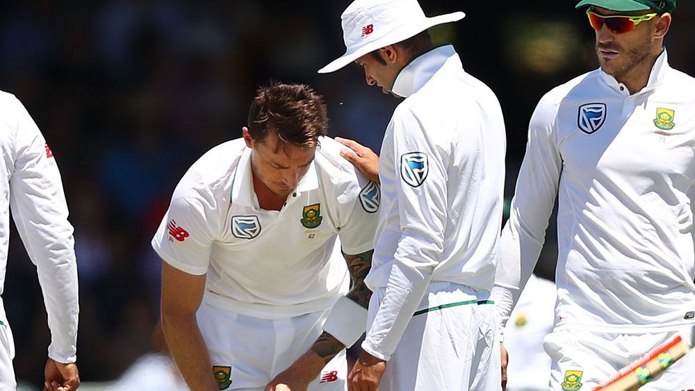 Dale Steyn left the WACA in obvious discomfort. (Getty Images)