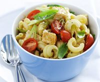 Pasta and chicken salad with curry dressing