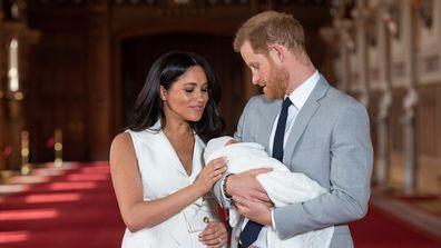 Meghan Harry Archie newborn pose
