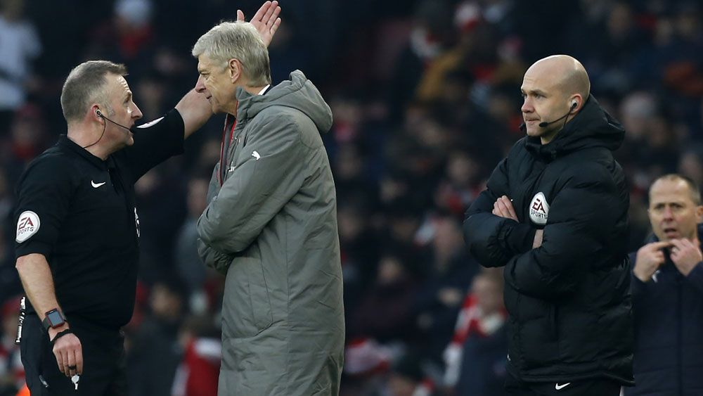 Arsenal's Wenger sorry for pushing official