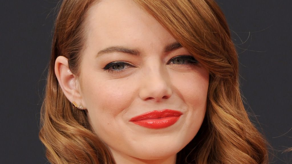 Emma Stone brings back the perm