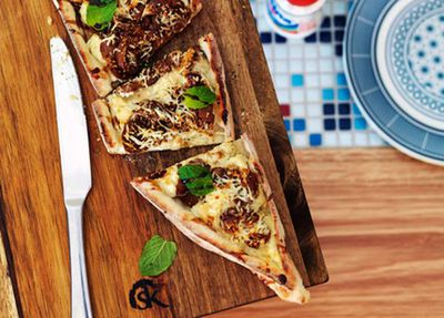 """<a href=""""http://kitchen.nine.com.au/2016/05/05/15/48/haloumi-ricotta-and-peppered-fig-pide"""" target=""""_top"""">Haloumi, ricotta and peppered fig pide</a>"""