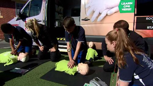 Students training in CPR. (9NEWS)