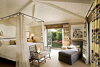 Real estate pics from the two bedroom Hollywood cottage rented by Jennifer Aniston and Justin Theroux.