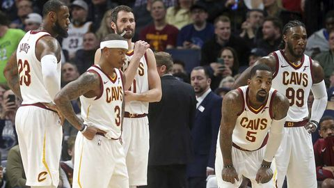 LeBron James nails last-second buzzer beater in Cavs' overtime win