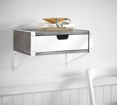 <strong>Floating shelves</strong>
