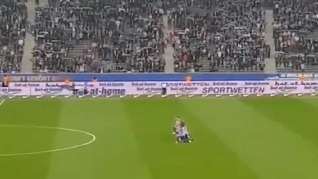 Hertha Berlin takes a knee