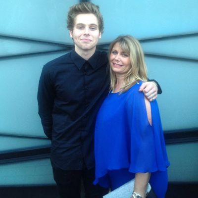 "<p>Mum: Liz Hemmings</p><p>Son: Luke Hemmings from 5 Seconds of Summer</p><p>Twitter followers: 553k. Instagram followers: 772k</p><p>Twitter handle: <strong><a href=""http://twitter.com/lizhem65"">@lizhem65</a></strong>. Instagram: <a href=""http://www.instagram.com/lizhemmings""><strong>@lizhemmings</strong></a></p>"