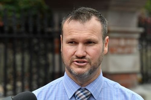 Detective Inspector Tony Geary speaks to the media outside the Somerville House girls school. (AAP)