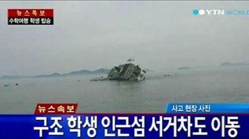 S Korea ferry sinks, 2 dead, 293 missing