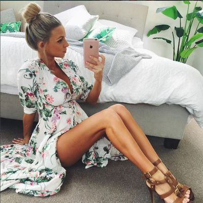 Insta fitness sensation Hannah Polites divine in floral at almost 9 months pregnant.