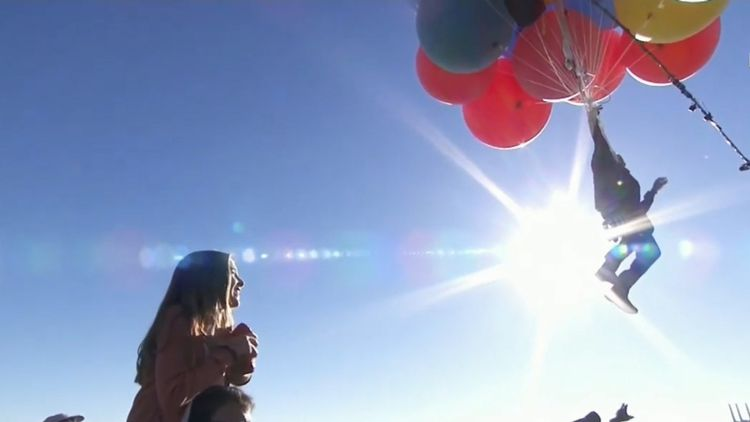 David Blaine soars to 25,000 feet tied to 52 helium balloons