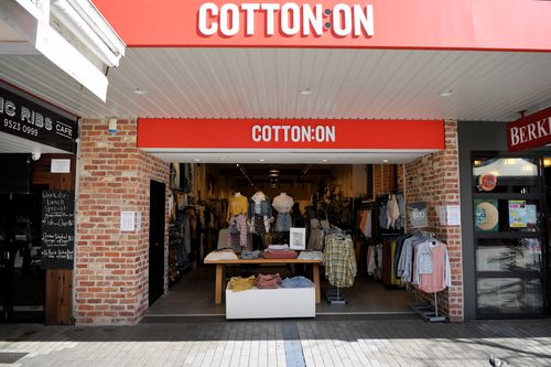 Cotton On empty in Cronulla Mall as the 500 coronavirus affects small business  Saturday, March 28, 2020. (AAP Image/Simon Bullard) NO ARCHIVING