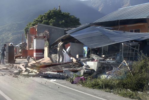 The death toll from a powerful earthquake that hit Indonesia's tourist island of Lombok has reached 105. Picture: AAP