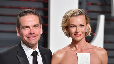 Lachlan and Sarah Murdoch drop $4.4 million on neighbour's house to secure views