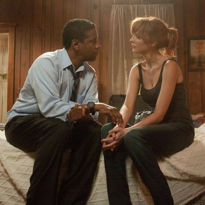 <p>Denzel Washington and Kelly Reilly in <em>Flight</em> </p><p><strong>Age gap:</strong> 22 years, 6 1/2 months</p>