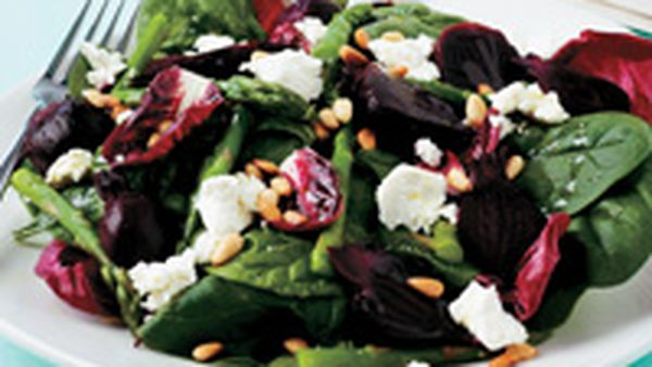 Beetroot, spinach and goat's cheese salad