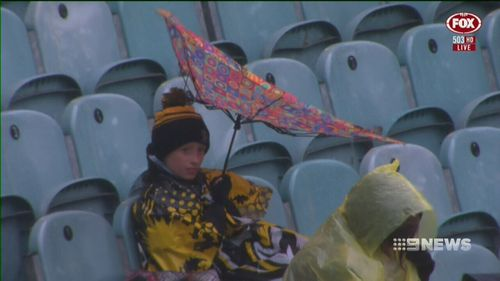 Footy fans in the heart of Melbourne braved the conditions. (9NEWS)