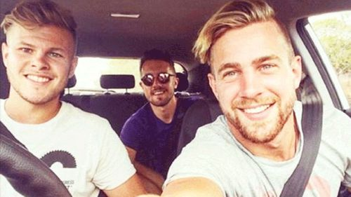 Backpackers swamped with female admirers to pick lucky roomie