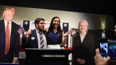 <p>US and Australian citizens take selfies at the US Embassy's National Press Club event.</p> <p>(AAP)</p>