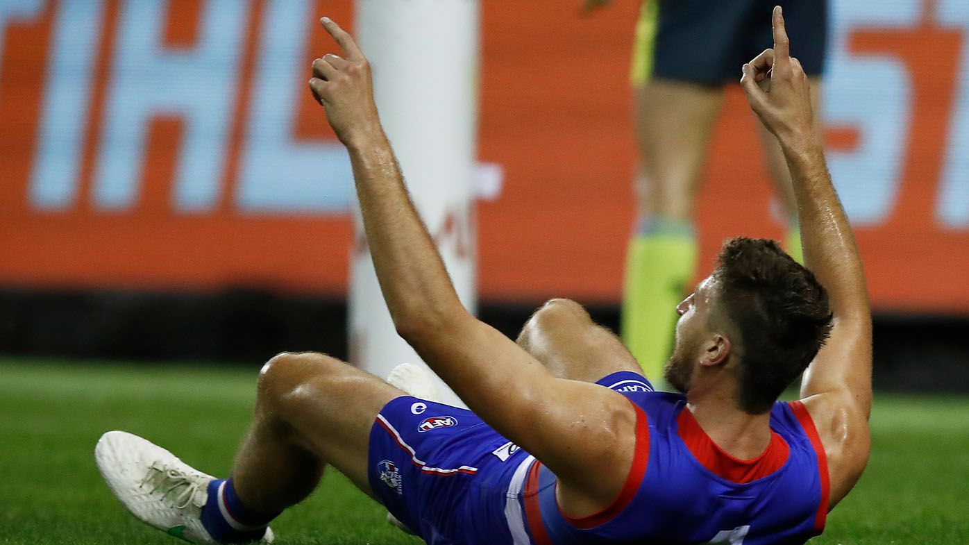 Western Bulldogs superstar Marcus Bontempelli snaps goal that leaves commentators in awe