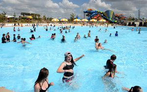 Queensland tourism operators slam Annastacia Palaszczuk's decision to maintain Sydney ban on visitors