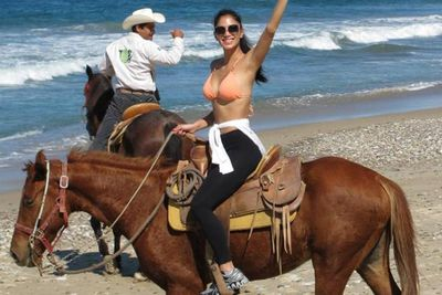 Nicole tweeted this pic of herself enjoying a horseback ride in Mexico.