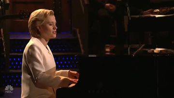 Kate McKinnon performs 'Hallelujah' in character as Hillary Clinton