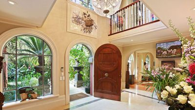 <strong>Russell Crowe's former Sydney bachelor pad</strong>