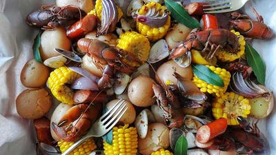 Aussie clam boil with yabbies