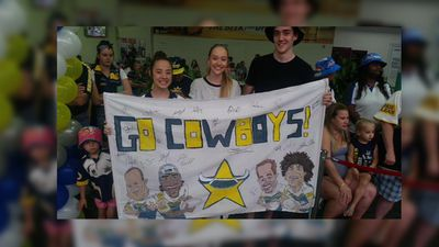 Cowboys fans wished the team well at Townsville Airport. (9NEWS / Joel Dry)