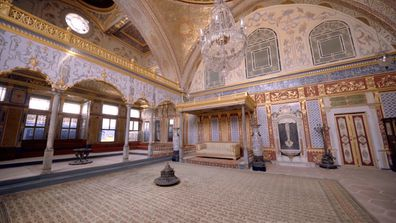 The Guides visit a Turkish Sultan's Palace