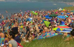 Memorial Day weekend draws crowds and triggers coronavirus warnings